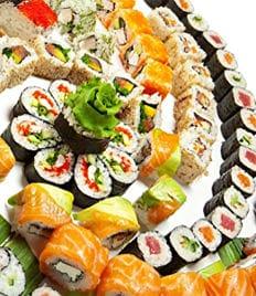 Заказывай и наслаждайся вкусными роллами со скидкой 50% от любимой службы доставки