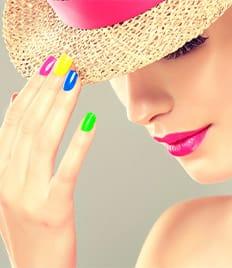 Маникюр и педикюр со скидками до 69% в салоне красоты