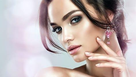 Красивые ногти, брови и шугаринг со скидкой до 60% в салоне красоты