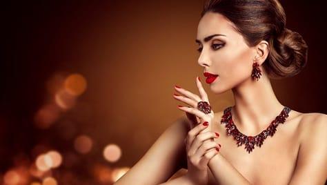 Будьте неотразимы! Услуги для волос, ногтей, бровей и многое другое со скидками до 73% в салоне