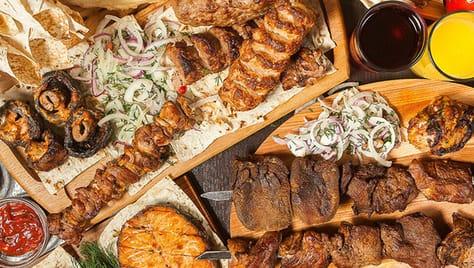 Доставка блюд с мангала, мясные сеты, пельмени и вареники со скидками до 50% из кафе