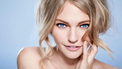 Скидка до 71% на ногтевой сервис, уходовые процедуры за лицом и телом в салоне красоты
